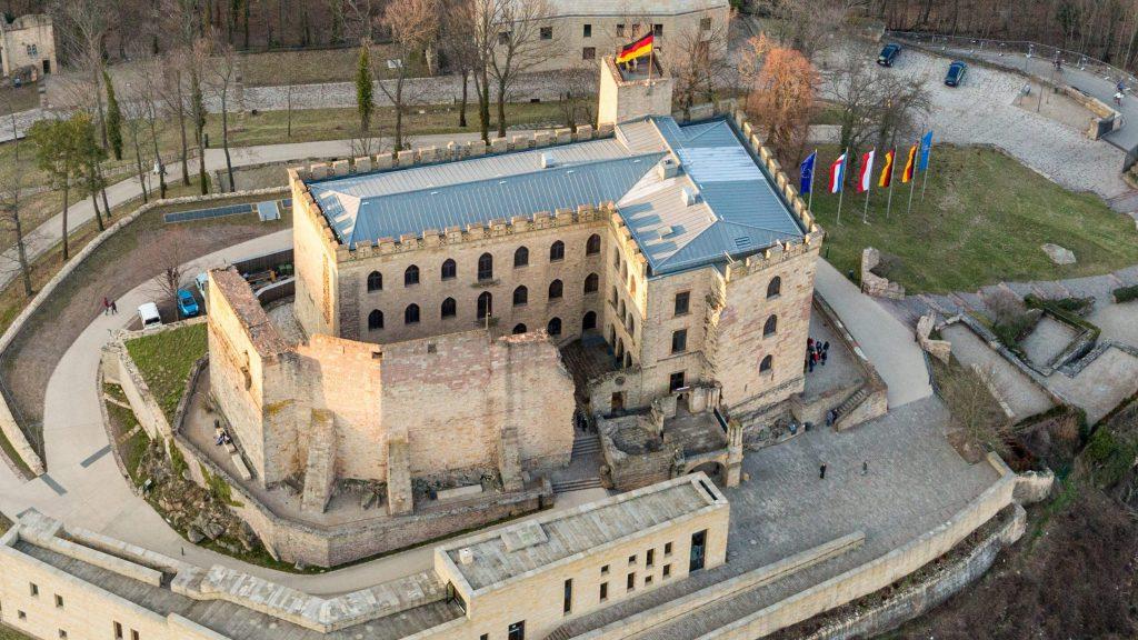 Luftbild des Hambacher Schloss Frühjahr 2018
